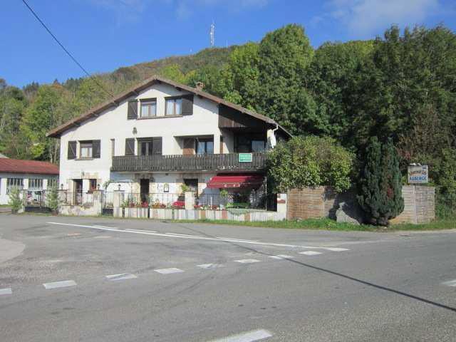 Vente aux ench res une maison d 39 habitation moirans en for Garage moirans en montagne